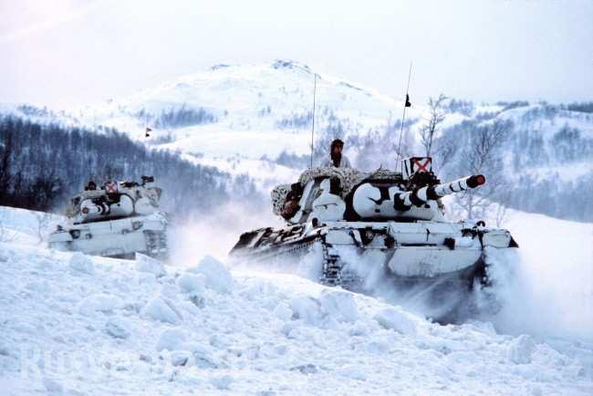 norwegian_leopard_tanks_in_the_snow-1-650x434.jpg